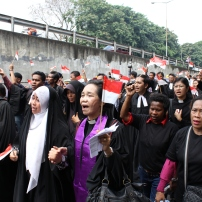 Religious minorities marched together to protest against the government's inaction over religious intolerant acts. (JG Photo/Sandra Siagian)